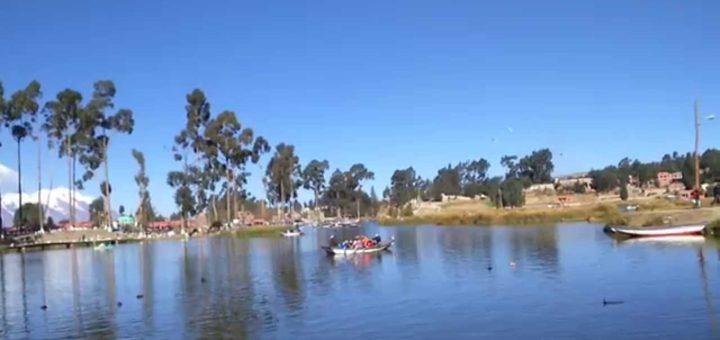 Lago Achocalla con vista al Illimani